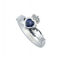 AMETHYST HEART HOLDING WHITE GOLD RING