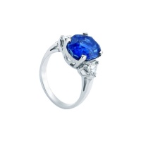 SAPPHIRE OVAL TRILLIANT WHITE GOLD RING